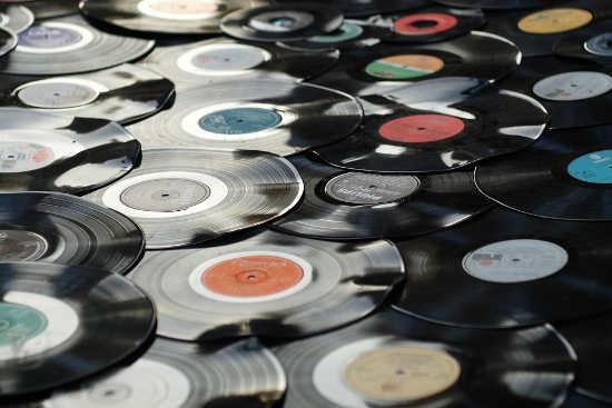 Contratos en la industria musical
